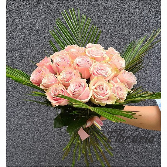 Bouquet of 19 Pink World roses